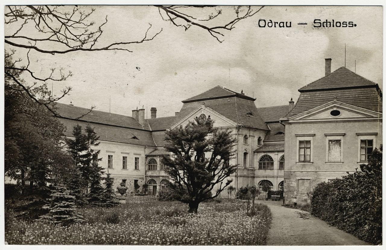 Oderský zámek na historické pohlednici
